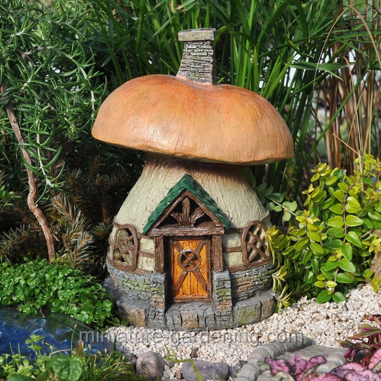 Mushroom Cottage | Where to Buy Miniature and Fairy Garden Houses – Part I | Lush Little Landscapes